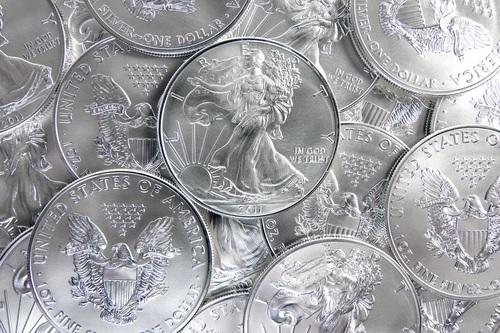 Červencový kontrakt stříbra na burze COMEX a co to znamená pro mince a slitky