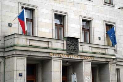 Český státní dluh letí vzhůru. Je to katastrofa nebo ne?