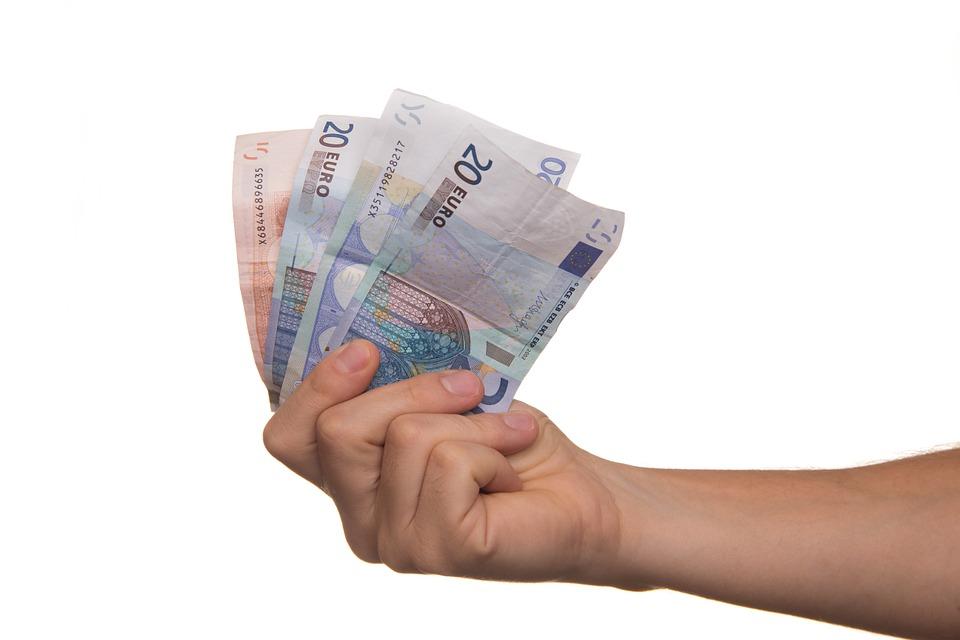 ECB – peníze navíc jen tak na účet?